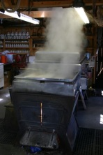 Maple evaporator, https://commons.wikimedia.org/wiki/File%3AMaple_evaporator.jpg