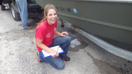 becca-reile-buffalo-harbor-steward-completes-a-boat-inspection-in-2015-meg-philips-state-parks