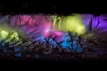 Niagara_Falls_Lights_and_Snow_-_panoramio