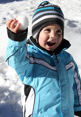 19_kid smiling with snowball
